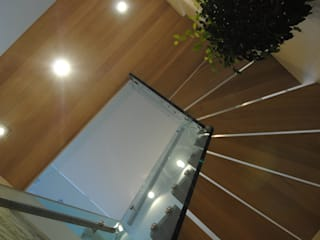 Structural glass stairs for residential project by Siller Treppen/Stairs/Scale Сучасний