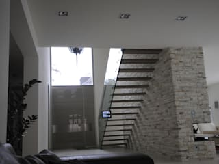 Structural glass stairs for residential project من Siller Treppen/Stairs/Scale حداثي