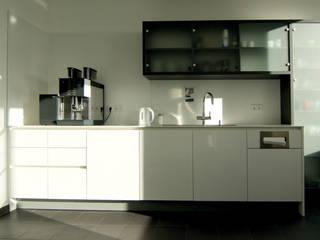 Neugestaltung der Teeküchen / 'Espressobars' Bürogebäude KfW Bankengruppe, Bonn von Beyss Architekten GmbH