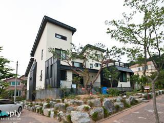 가족을 위한 단독주택: 디자인투플라이의  욕실,모던