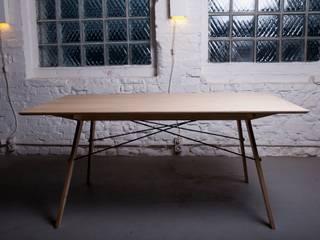 """Tisch """"plug(n)ply"""" von Stückwerk"""