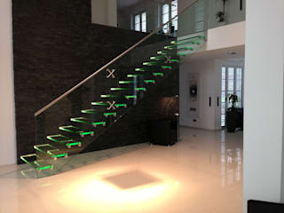 Glass staircase with LED de Siller Treppen/Stairs/Scale Moderno
