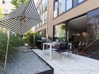 Hiên, sân thượng phong cách hiện đại bởi Münchner HOME STAGING Agentur Hiện đại