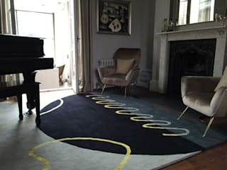 Deirdre Dyson's GEO-SPRING rug in a Surrey Music Room 클래식스타일 서재 / 사무실 by Deirdre Dyson LLP 클래식