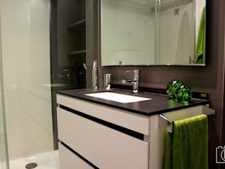 Modern bathroom by P&P arquitectos Modern