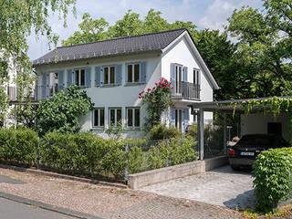 EFH mit Anliegerwohnung Wiesbaden: Neugestaltung der Grundrisse und barrierefreie Nutzung von WIDENKA Design Ingenieure Klassisch