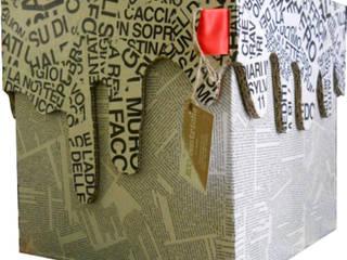 CUBO PAROLE pouff: Soggiorno in stile in stile Eclettico di Ecocentriche Eco Design Rome