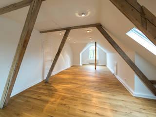 Das Dachgeschoss nach der Sanierung:  Esszimmer von Wohnwert Innenarchitektur
