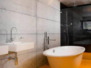 Baños de estilo moderno por Marty Häuser AG