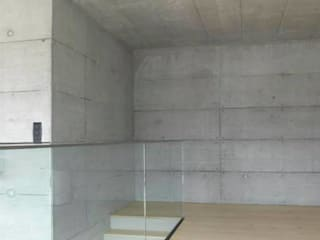 Paredes y pisos de estilo moderno de Marty Häuser AG Moderno