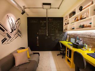 Phòng học/văn phòng phong cách công nghiệp bởi Passo3 Arquitetura Công nghiệp