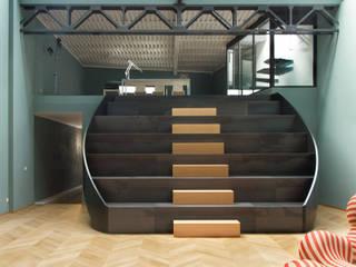 LOFT M.S. S.C.: Ingresso & Corridoio in stile  di Elena Cerizza Architetto