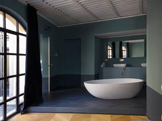LOFT M.S. S.C.: Bagno in stile in stile Moderno di Elena Cerizza Architetto