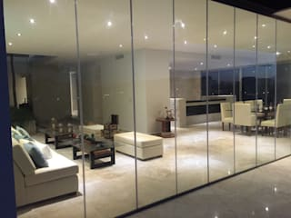 Balcone, Veranda & Terrazza in stile minimalista di Vortex Arquitectos Minimalista