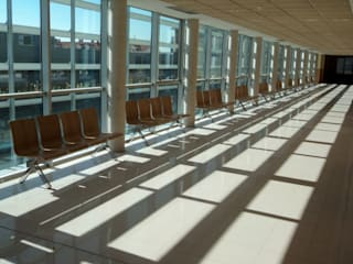BANCADA JOKER: Hospitales de estilo  de EXIT SEATING BARCELONA