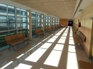 BANCADA JOKER: Edificios de oficinas de estilo  de EXIT SEATING BARCELONA