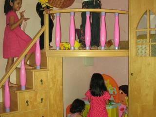PRINCESS'S CASTLE:  Nursery/kid's room by Hopskoch
