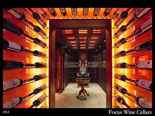 Residential Cellar in HoManTin, Hong Kong: classic  by Focus Wine Cellars, Classic