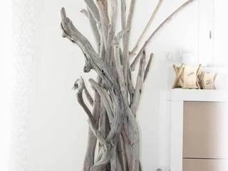 lampadaire en bois flotté: Maison de style  par Natydeco