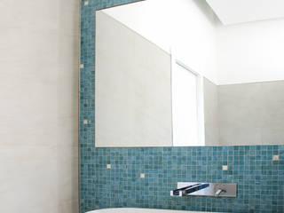 Villa TiMe - bagno padronale Soggiorno in stile mediterraneo di DEFPOINT STUDIO architettura & interni Mediterraneo