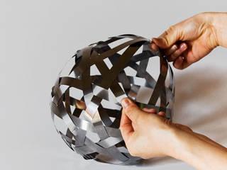 KOSMOS:  in stile  di SAKURA ADACHI DESIGN STUDIO