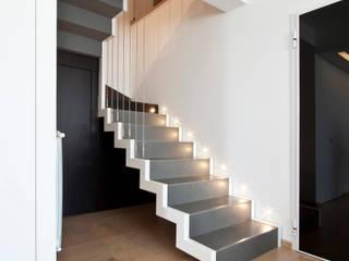 Casa LM Laboratorio di Progettazione Claudio Criscione Design Ingresso, Corridoio & Scale in stile moderno