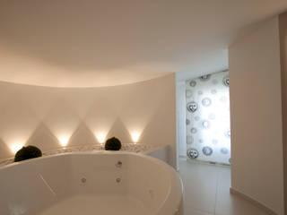 Casa LM: Bagno in stile  di Laboratorio di Progettazione Claudio Criscione Design