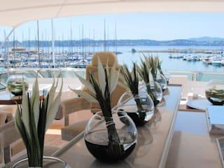 La villa N•8 et son Yacht:  de style  par Lionel Roche
