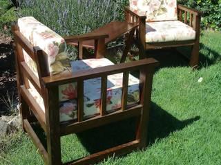 Pareja de sillones.:  de estilo  de Hika