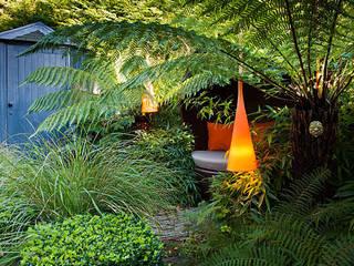 Maltese Road – Small Victorian Property in Chelmsford, Essex - An Award Winning Garden Design by Aralia Сучасний
