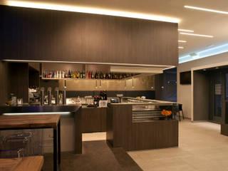 Lojas & Imóveis comerciais modernos por CORAZZOLLA SRL - Arredamenti su Misura Moderno