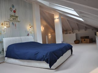 Renovation and interior design attic Modern style bedroom by F_Studio+ dell'Arch. Davide Friso Modern
