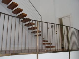 CASA STILE INGLESE:  in stile  di STUDIO AMATORI ARCHITETTURA & DESIGN