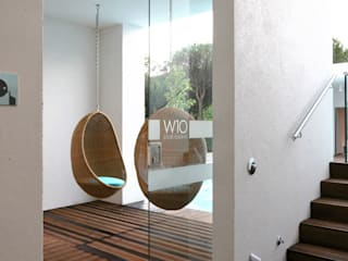 W10 Leisure Building: Spazi commerciali in stile  di Studio15 Design