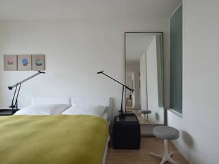 WOHNUNG HOL - Schlafzimmer: moderne Häuser von EBEN ARCHITEKTUR FRANKFURT MANNHEIM
