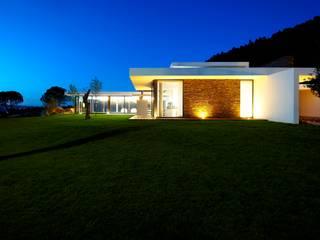 Case in stile minimalista di Risco Singular - Arquitectura Lda Minimalista