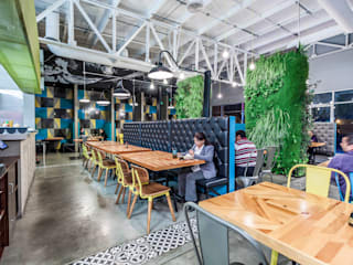 Industrial style dining room by SZTUKA Laboratorio Creativo de Arquitectura Industrial