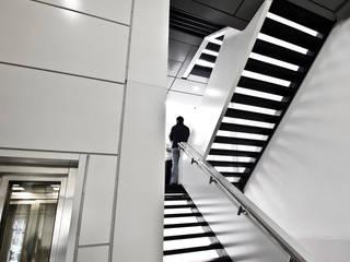 Hospitales de estilo  por SzturArchitekten GmbH, Minimalista
