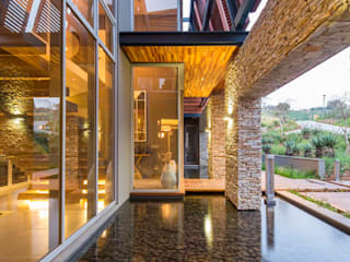 Rumah oleh Metropole Architects - South Africa, Modern