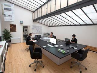Edificios de oficinas de estilo moderno de BRENSO Architecture & Design Moderno