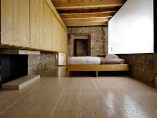 Chambre moderne par estudoquarto s.r.l. Moderne