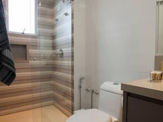 Baños modernos de Luine Ardigó Arquitetura Moderno