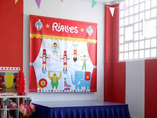 Rialles   Parque infantil Oficinas y tiendas de estilo moderno de Cercle Moderno