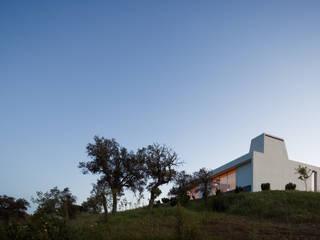 Moradia Unifamiliar Alentejo: Casas minimalistas por QUADRANTE Arquitectura