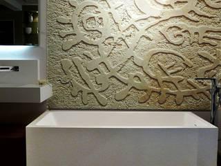 Pareti in pietra incisa Pareti & Pavimenti in stile moderno di CARVED STONES Moderno