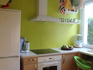 Petite cuisine colorée: Maisons de style  par Katia Rocchia Home Designer
