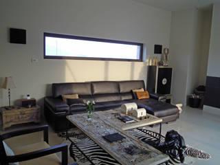 Vivienda unifamiliar aislada en Alicante: Casas de estilo moderno de mc_arch in&out design
