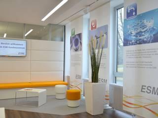 Kundencenter der ESM Selb Moderne Geschäftsräume & Stores von inside Innenarchitektur Modern