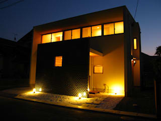 Casas modernas de 高原正伸建築設計事務所 一級建築士事務所 Moderno