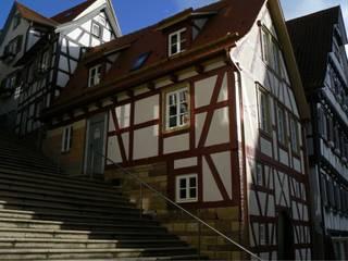 FACHWERKSCHATZ Rustikale Häuser von arché techné néos Rustikal